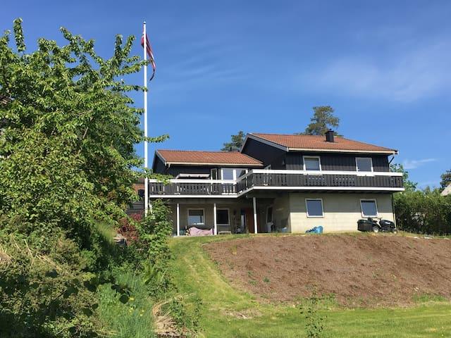 Stor villa med panorama utsikt - nær Oslo