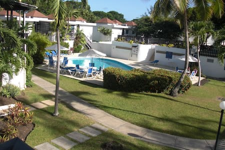 Holiday Apt With Beautiful golf course & Pool View - Bridgetown - Apartment