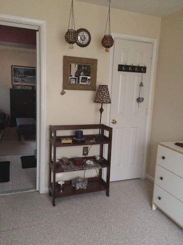 Private room with sitting area, near DC - Rockville - Appartement en résidence