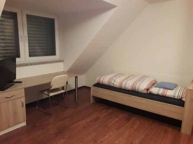 Modernes Single-Appartment mit eigenem Badezimmer