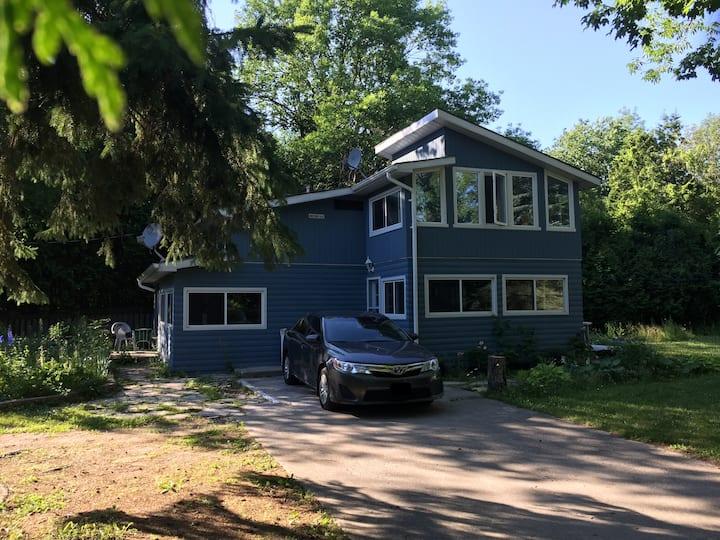 Charming Cottage on Lake Simcoe
