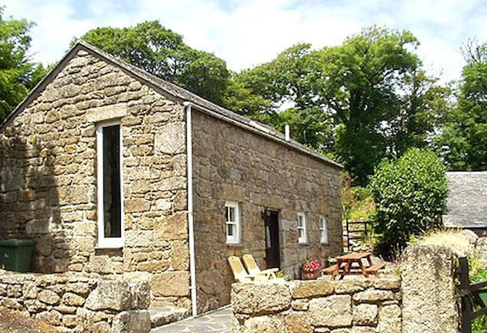 Beautiful barn in the stunning Lamorna valley