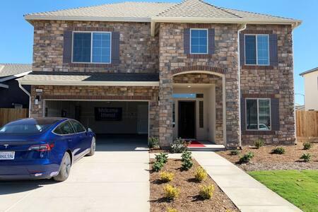 Beautiful 5b/4b  Home with Garage & Washer/Dryer