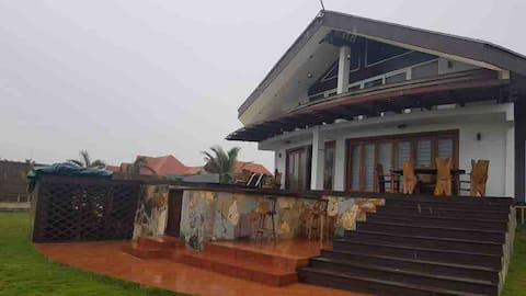 Nshornaa Beach House with a pool and exotic birds