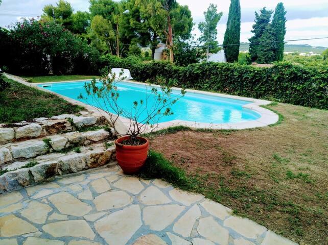 Chalet cerca a Barcelona con piscina privada.