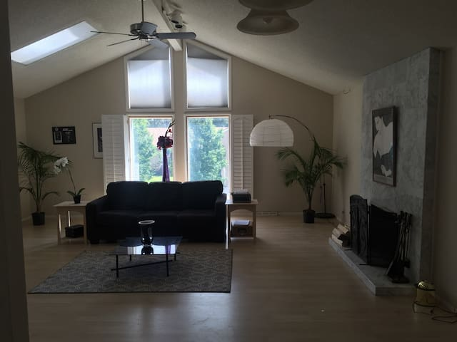 Moving here? Extended Business trip?(A) - Aurora - House