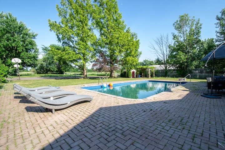 5-Star Mansion Oasis! 10 mins from The Falls!