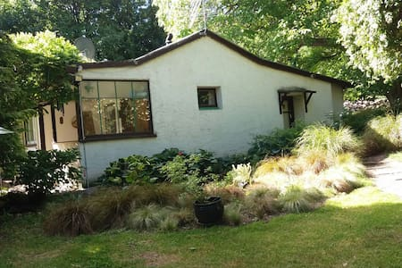 Historic cottage in country setting - Kawarau Gorge   Cromwell