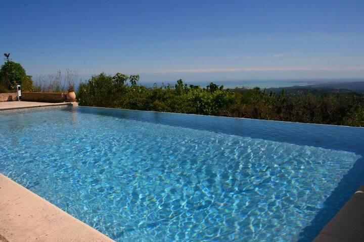 Magnifique villa dans le village vue mer fabuleuse - Saint-Jeannet - House