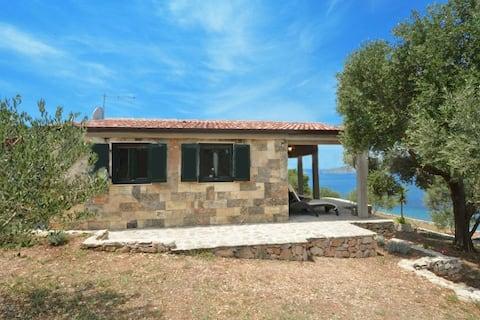 See front Villa Santa Eufemia+boat
