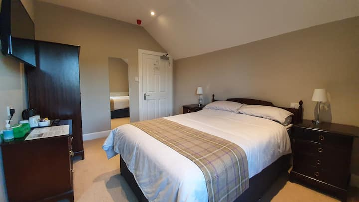 Welcome for all who love the Glens - Room 1
