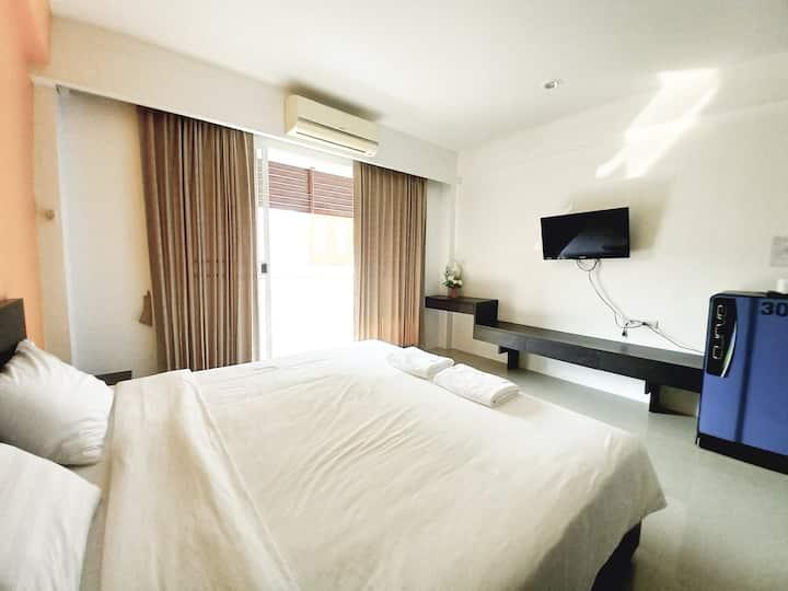 Minimalist Apartment near Wat Arun at Ruan Plaisoi