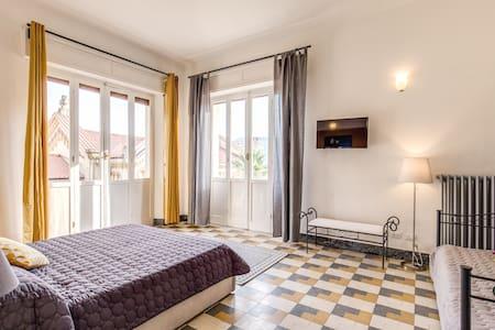 AwesHome - Cinque Terre Vernazza Bedroom - La Spezia
