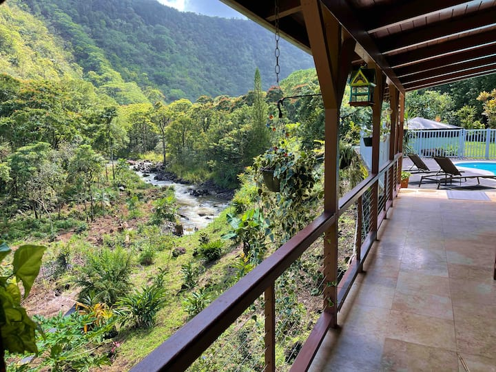 Maulua Valley Lodge and  Retreat