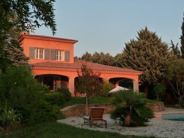 Maison provençale spacieuse dans un grand jardin - Le Beausset - Haus
