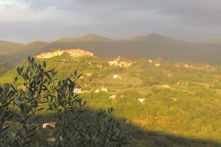 Casale Paula Tina(Poggio S Lorenzo) - Poggio San Lorenzo - บ้าน