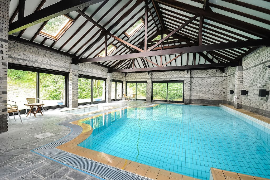 Heated indoor pool, toddler pool and hot tub