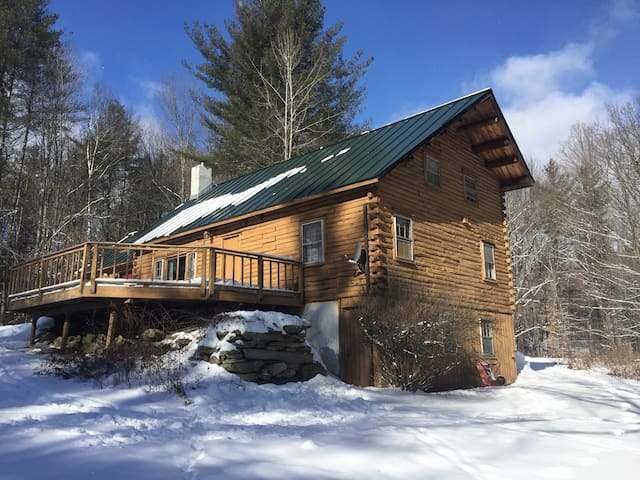 Log Ski House close to Stratton Mountain VT - Jamaica - Rumah