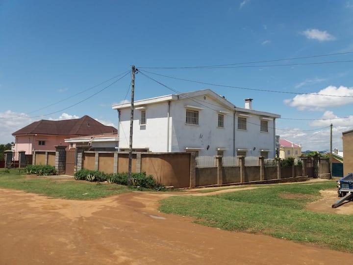 Groot huis net buiten de hoofdstad van Madagaskar