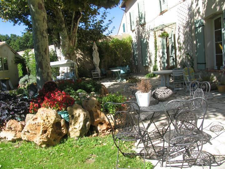 Deux chambres au calme dans un Mas provençal