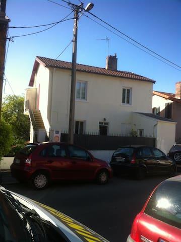 Studio équipé presqu'au cœur de Lyon: déj/wifi - Villeurbanne - Apto. en complejo residencial