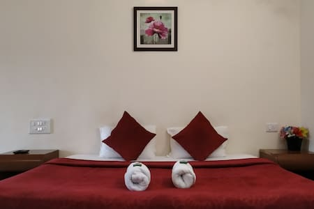 Private bedroom in Mahabaleshwar Room 1