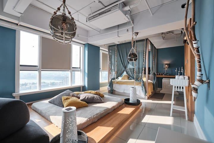 Room 1 (Super king size bed 200*200cm)