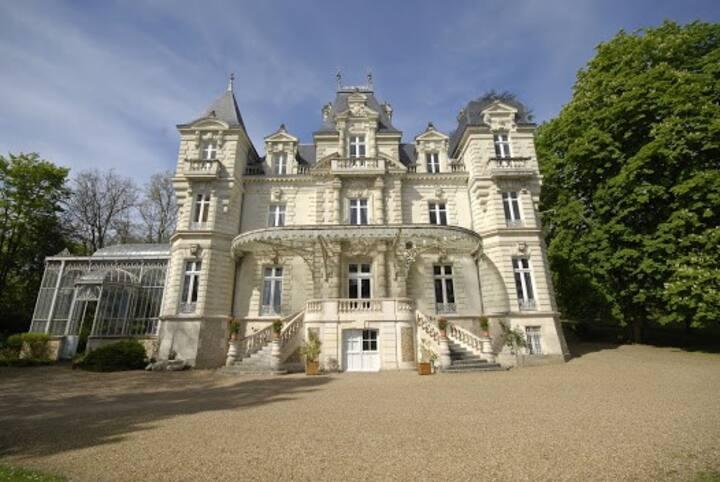 Gîte au Château Bouvet Ladubay