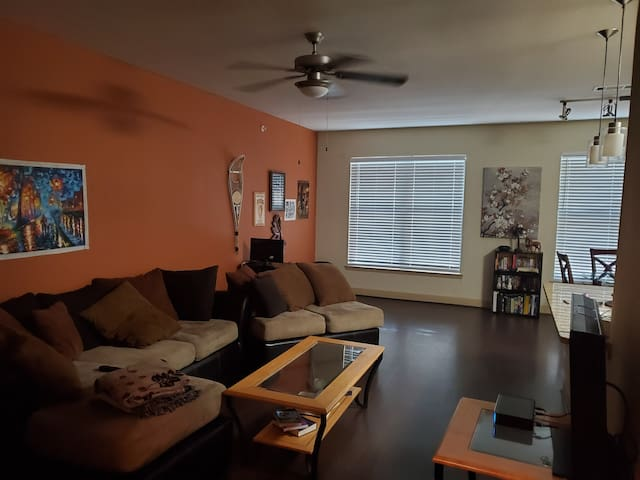 Private room 7 minutes from downtown!