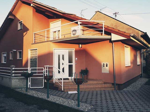 Apartment DOMINIK **** (Osijek Down town)