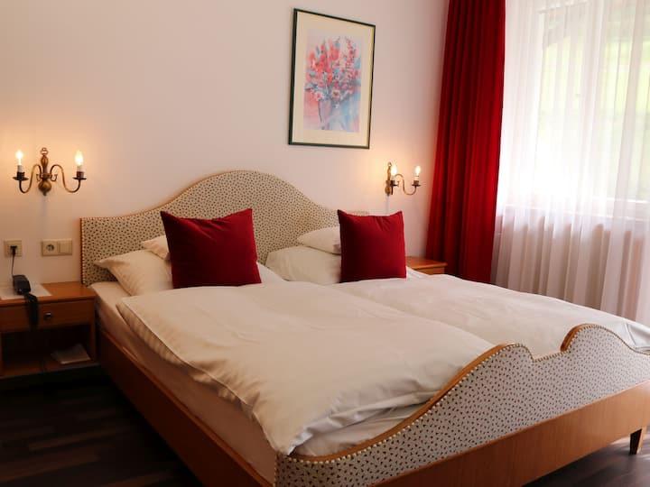 Zum Kranz Hotel garni, (Bad Rippoldsau-Schapbach), Doppelzimmer Dusche oder Bad und WC