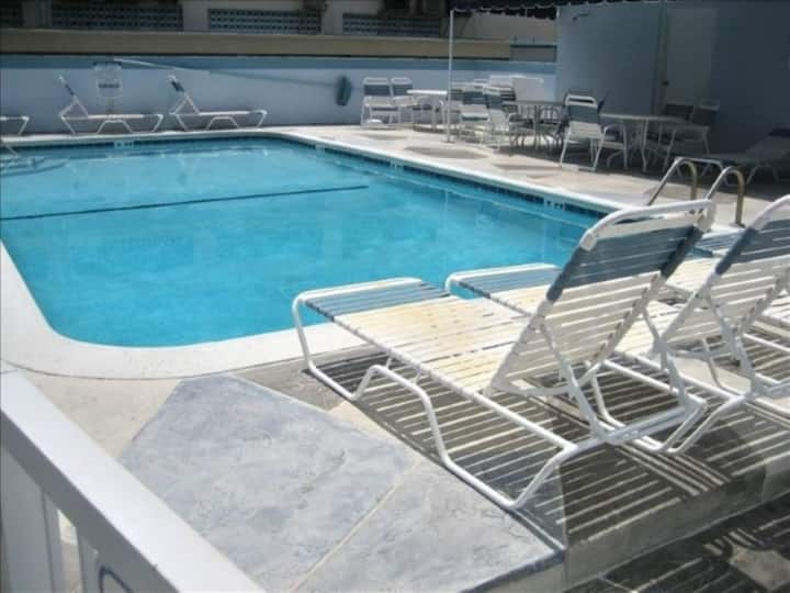 OCEANSIDE CONDO 1/1 FOR 4,  POOL, BEACH 1/2 BLOCK