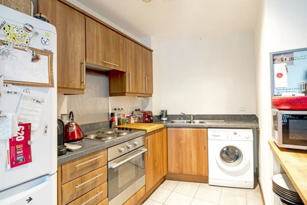 Kitchen with electric oven & hob, microwave, fridge/freezer and washing machine
