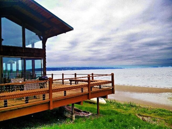 Escape to Buddy's Beach House on Whidbey Island