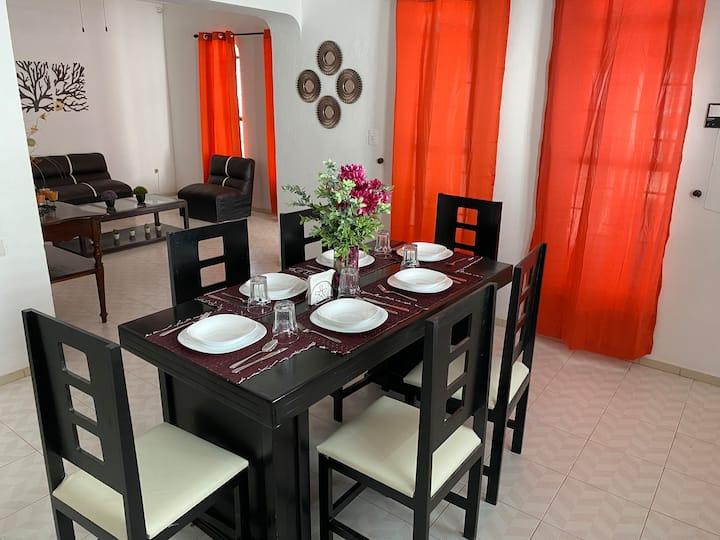 Casa Leonor. 2 cuartos, 2 baños, cocina, cochera.