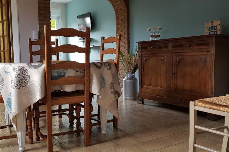 vue d'ensemble salle à manger et salon