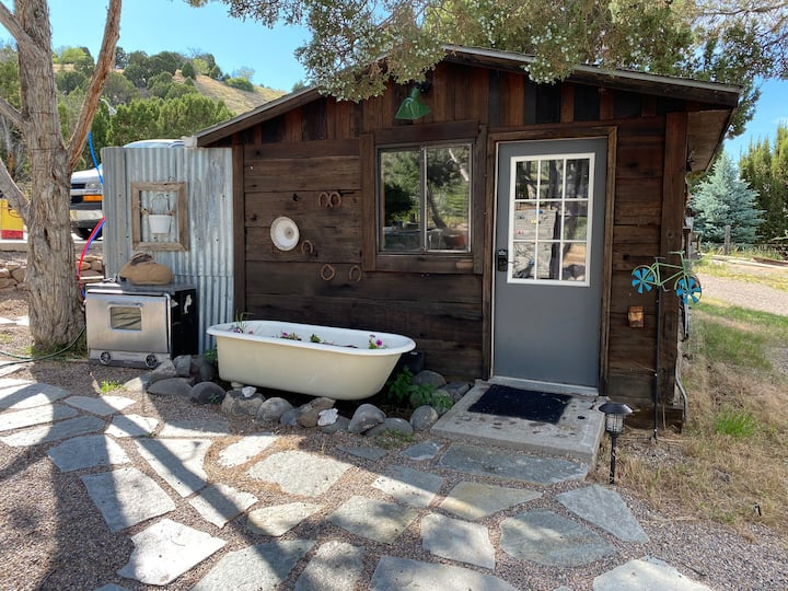 Bunkhouse and retro camper w/ private outdoor bath