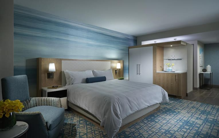 Suitable Double Deluxe Double Bed At Hollywood