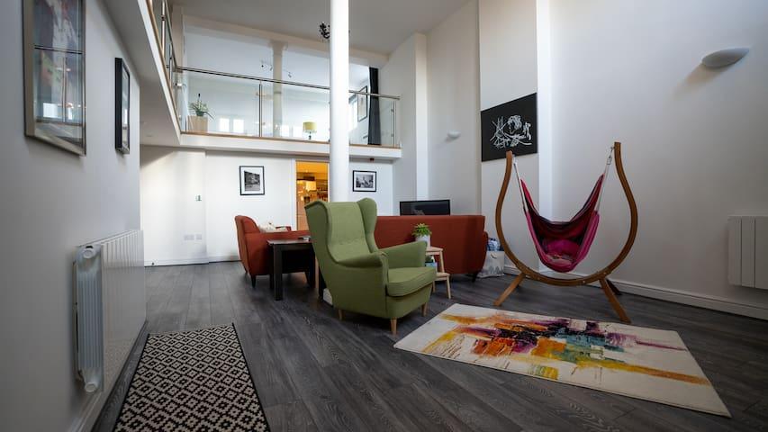 Contemporary Cardiff getaway - central location