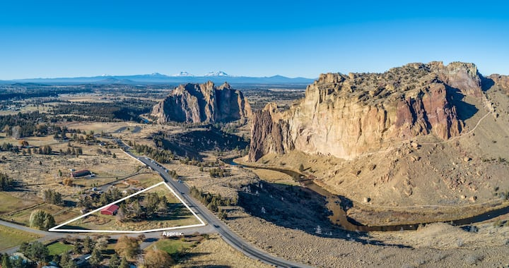 Smith Rock Nest - Steps to the Park!