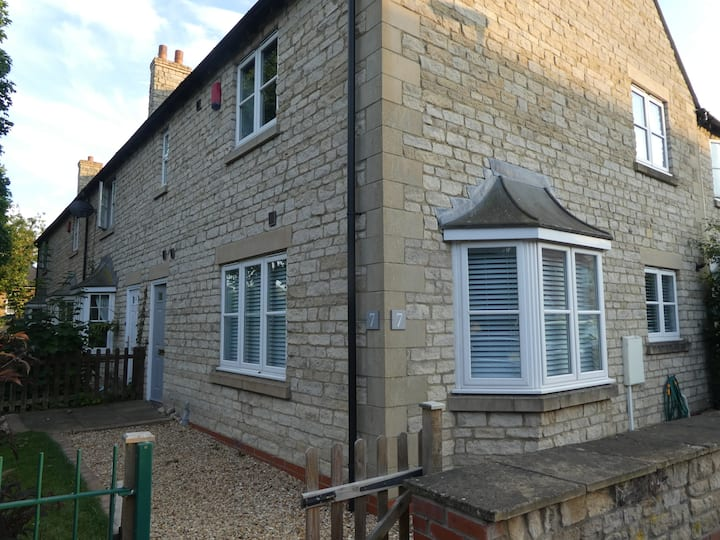 Corby Glen, 2 Bed house