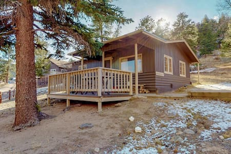 Quaint Cabin w/Fireplace & kitchen-5th nt 1/2 off!