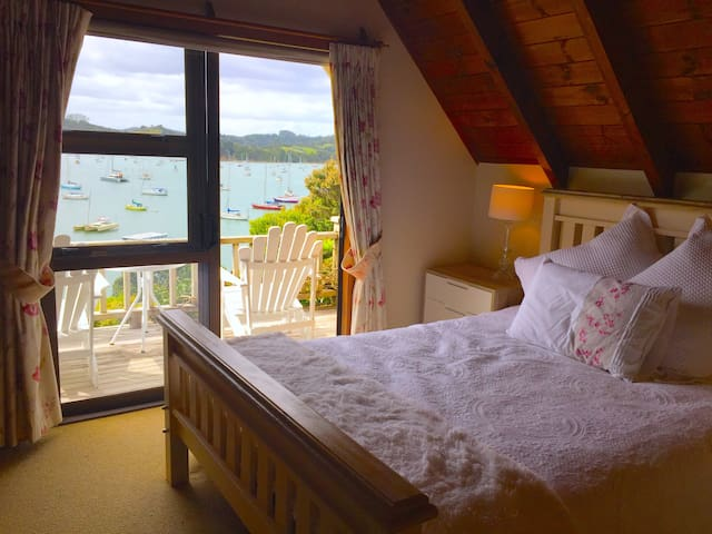 Nirvana By the Sea - Loft Sea View - Okiato - Bed & Breakfast