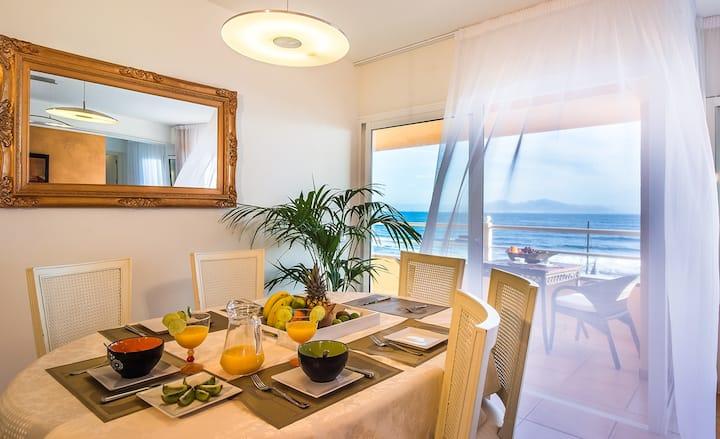 OceanBreeze: views to Lobos & Lanzarote, downtown