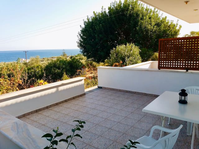 Great view apartment in Chranoi close to the beach