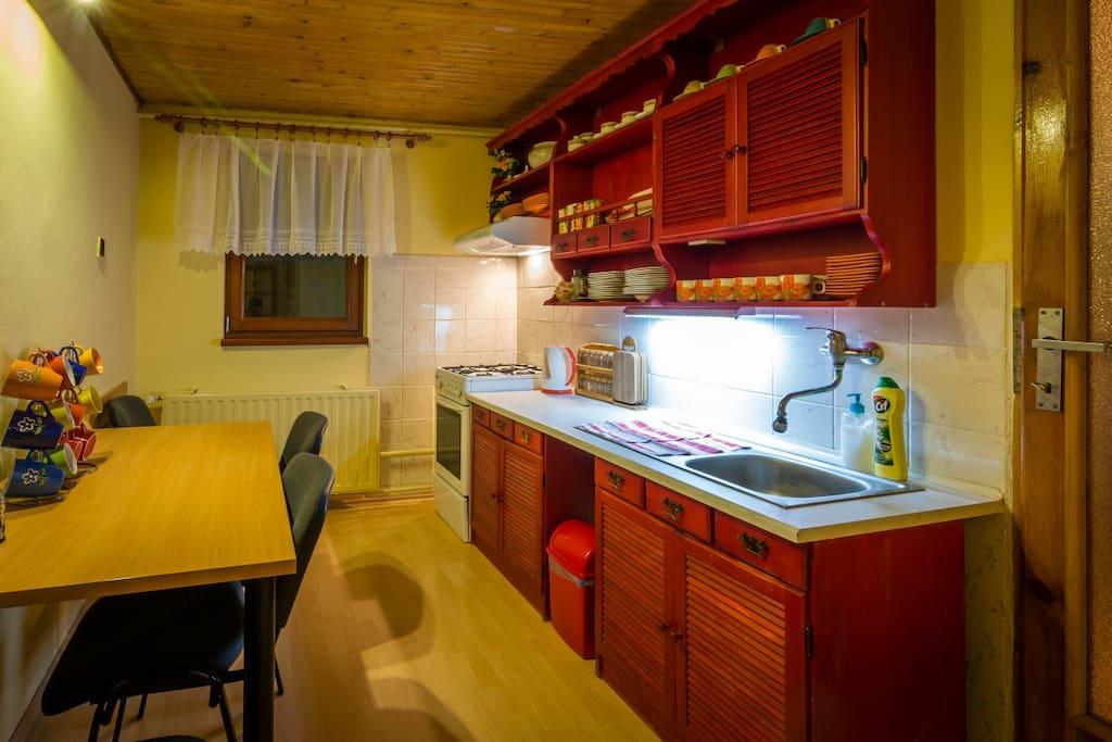 kuchyňa - zdieľaná s izbou č. 1,2 a 4