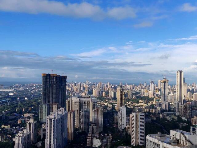 Sea view in Parel with free meals and balcony