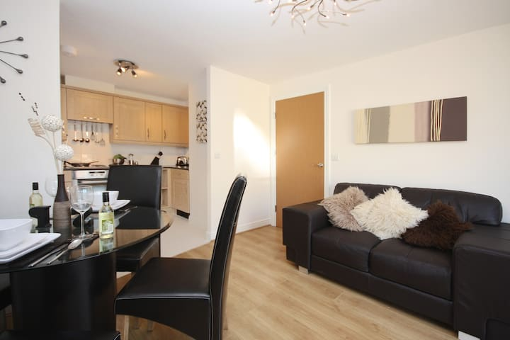 KG Fully Serviced Apartment, Free Wi-Fi, SKY - Bracknell - Appartement