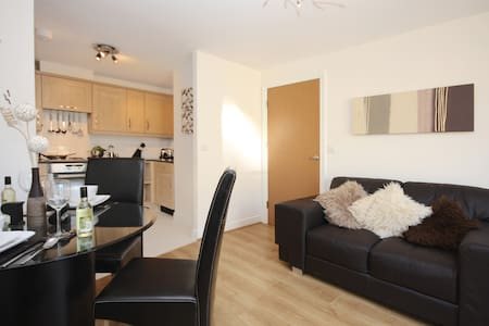 KG Fully Serviced Apartment, Free Wi-Fi, SKY - Bracknell - อพาร์ทเมนท์