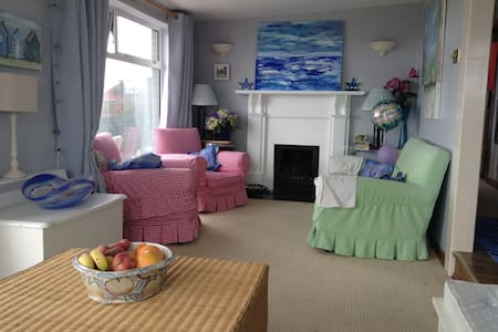 Cosy beachside haven - all mod cons - Clogherhead